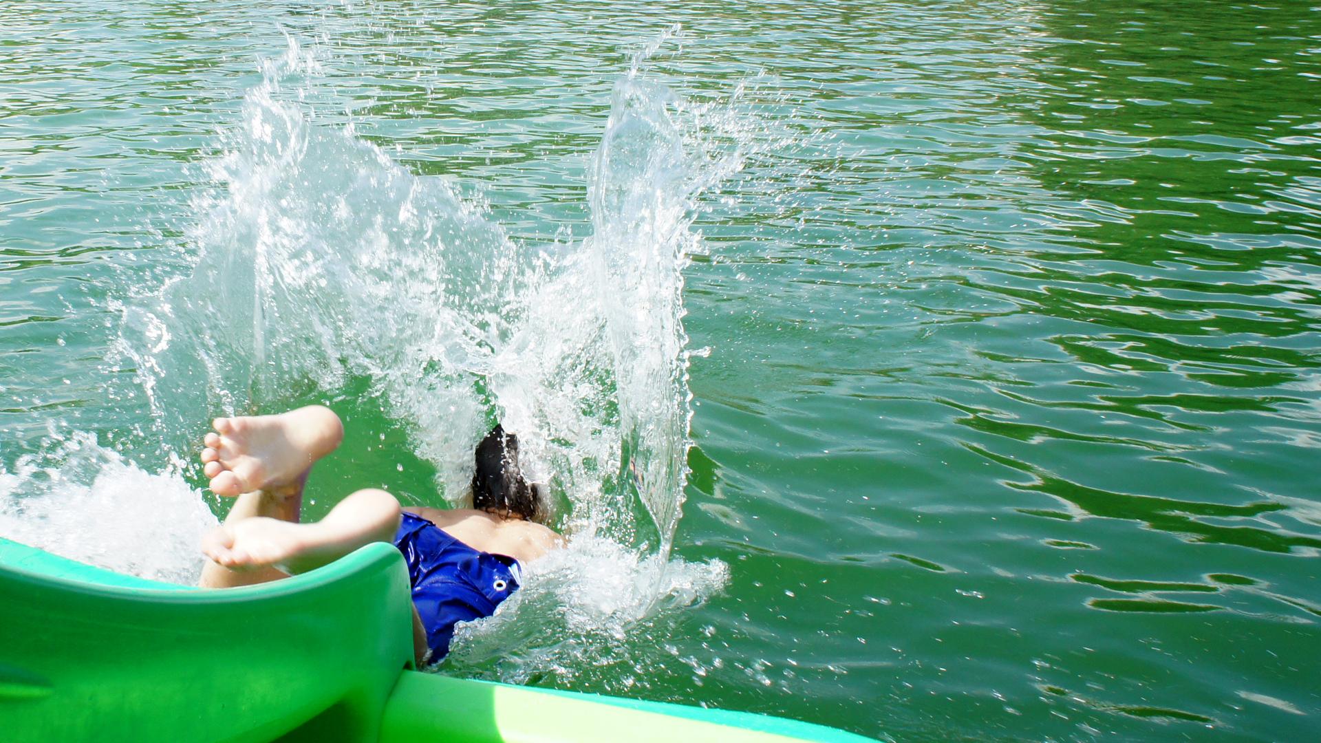 Hallenbad fkk baden Nacktschwimmen und